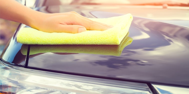 microfiber cloth cleaning car