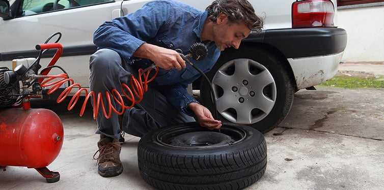 Inspecting the tire pressure