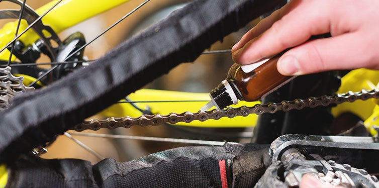 Bicycle chain Lubricating