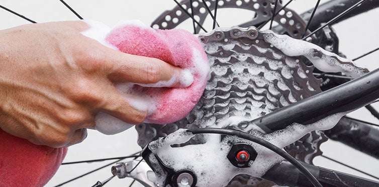 Washing bike chain