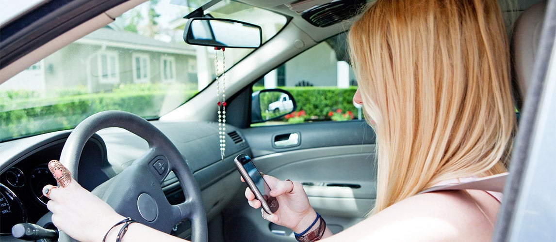 What Are the Dangers of Texting While Driving