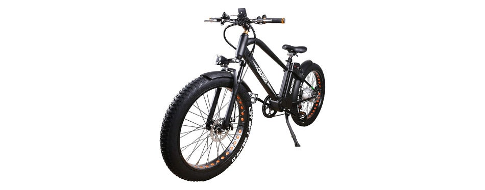 The NAKTO Fat Tire E-bike makes your bike riding experience enjoyable. Its pedal assist technology makes sure that you're not doing all the work when you're riding, and anti-skid bike tires ensure that you and your bike are always able to withstand difficult terrains. Its removable battery also gives you the convenience of charging the battery anywhere.