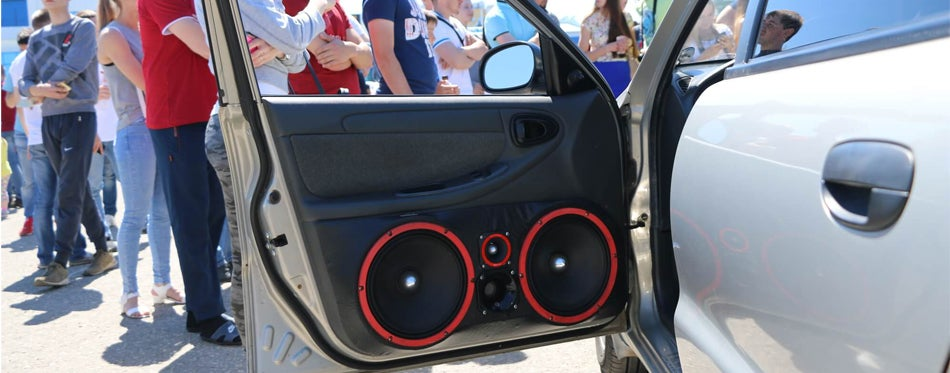 4x6 speakers on the door of a performance car