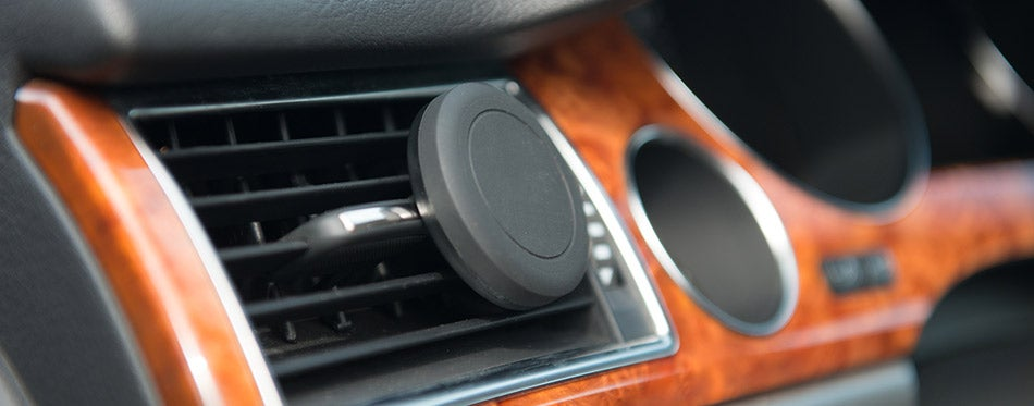 magnet mobile phone holder in use