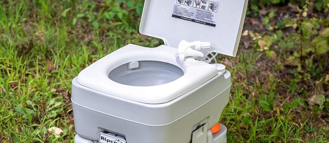 Composting toilet in nature