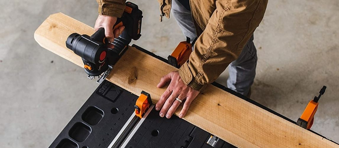 Cutting Wood With a Cordless Reciprocating Saw