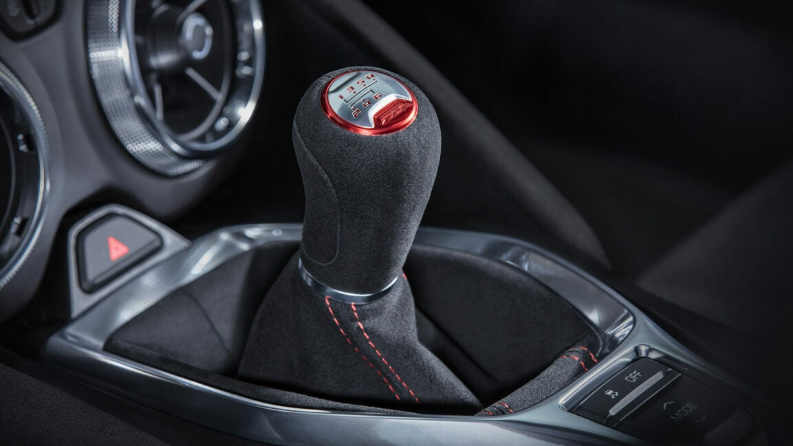 The Chevrolet Camaro manual shifter features Alcantara and contrast stitching.