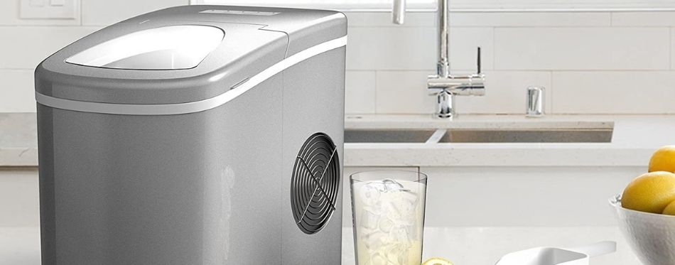 Portable ice maker in the kitchen