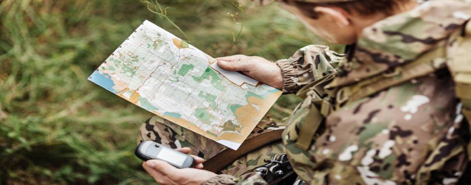 Hunter determine the route on the gps navigator