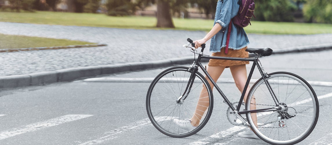 walking in the city with Aluminum road bikes