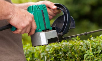 Best Electric Hedge Trimmers (Review and Buying Guide) in 2021