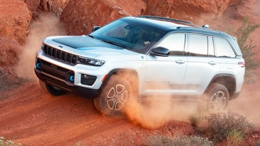 The Jeep Grand Cherokee 4xe Trailhawk looks impressive scampering through a trail of red rocks and loose dust.